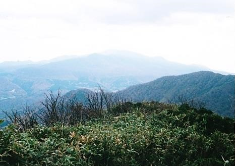神室山を望む