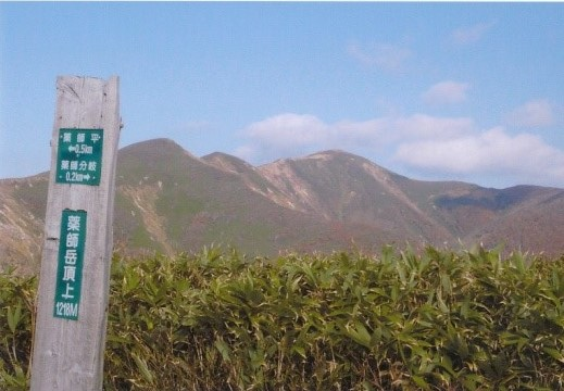 下山時 薬師岳山頂から本邦を望む