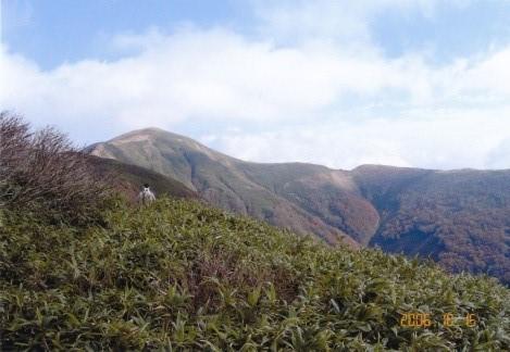 振り返ればガスが抜けた和賀岳