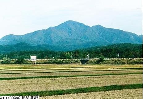 麓から弥彦山