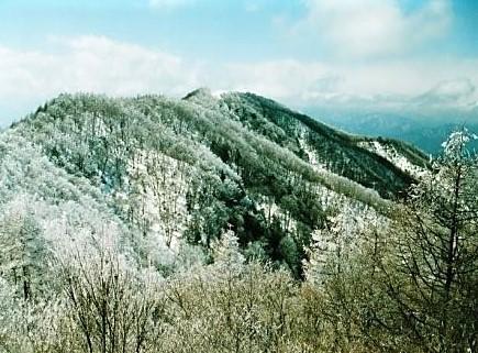 東峰~西峰を望む