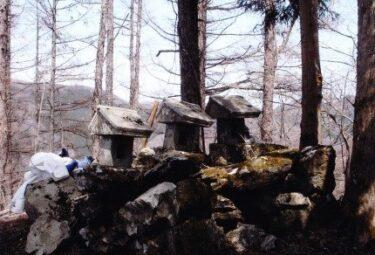 頂上には3つの石祠~白石山~(群馬)