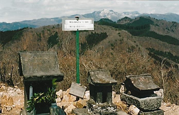 鳴神山 山頂 三基の祠