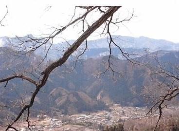 秩父三峰山・和名倉山を望む