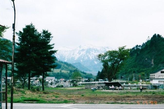 奥只見の残雪を付けた山々 名山は雲の中