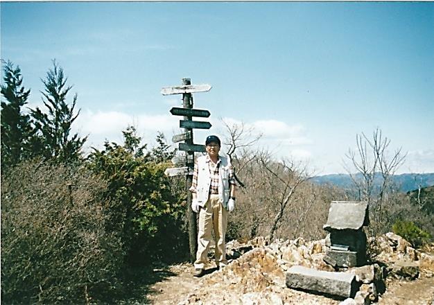 鳴神山 山頂にて一基の祠