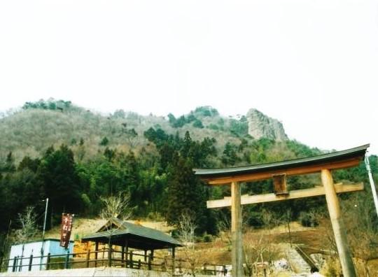 嵩山全容と登山口
