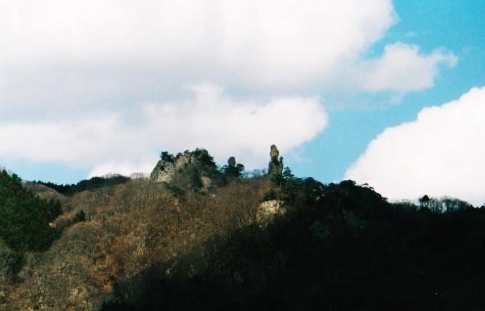 ㊧ジジ岩 ㊨ババ岩