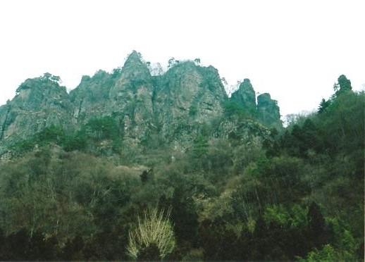 岩櫃山全景