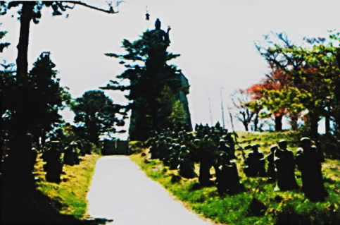 五百羅漢と山上の霊場