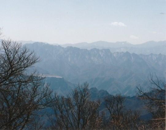 両神山・奥に雲取