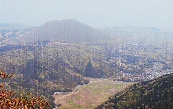 山頂から池集落から大室山展望