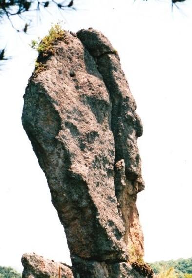 ババ岩望む角度によって姿形が変わってくる