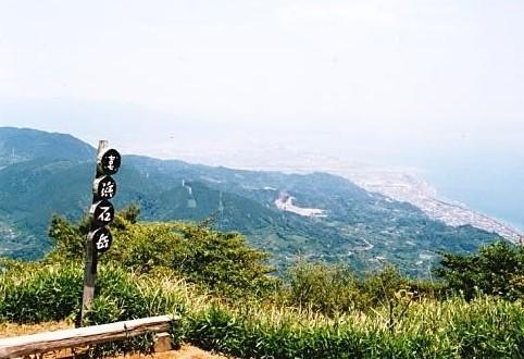 浜石岳山頂~由比の街と駿河湾を望む