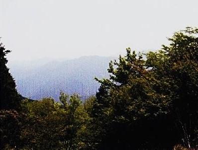 武川岳・滝入山方面を望む