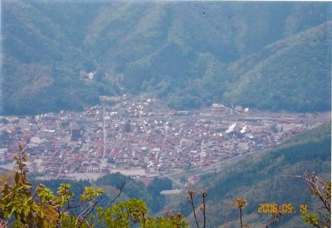 青野山 山頂~真下に見える津和野の街