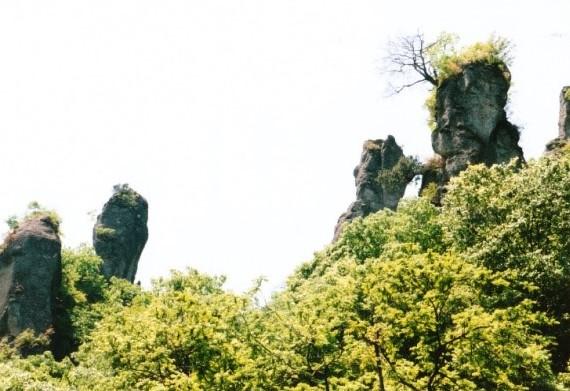 御堂山のジジ岩・ババ岩