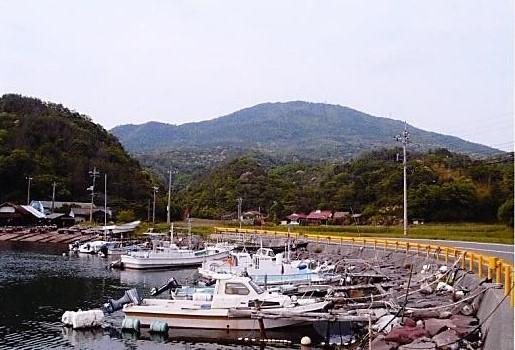 須佐湾より高山を望む