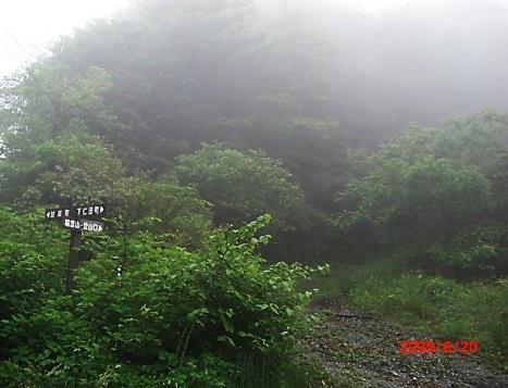 茂垣峠の登山口