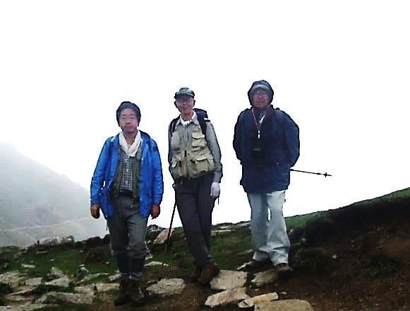 最高点 クアリ峠(4268m)鈴木さん・田中さん