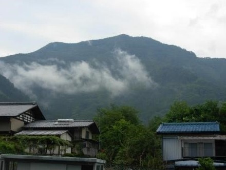 道の駅{上野}~高反山を見上げる