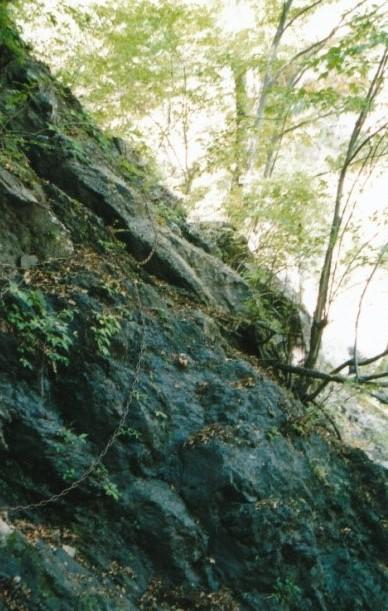 鎖場の大岩
